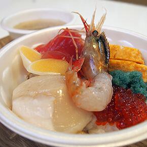 好きなものだけでマイ丼ぶりが作れる! 青森・古川市場「のっけ丼」
