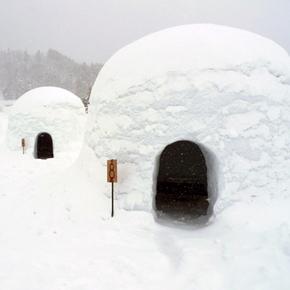 """飯山の""""冬ならでは""""を楽しむ旅[2]かまくらでお鍋と「バナナボート」"""