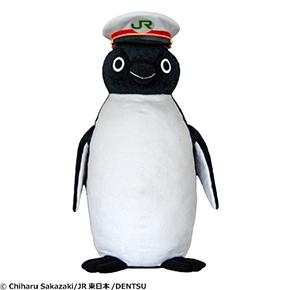 身長約70センチ! 駅長の帽子をかぶった、Suicaのペンギンぬいぐるみ登場